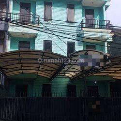 Rumah kos 3 lt.di Pengadegan Timur Jakarta Selatan