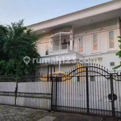 For rent a luxury and well-maintained house in Senopati area