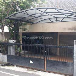 Rumah siap huni di Jl Balikpapan ,lokasi strategis harga NJOP , Murah