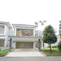 Nice big house in Vassa Lake Lippo Cikarang, Bekasi