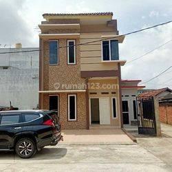New Listing Townhouse Cantik Dekat pasar Satelit, Jln Siaran Prumnas Sako Palembang