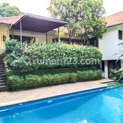 Big Stand-alone house in Kuningan, 1200m2 with 5 BR, ready to move in!
