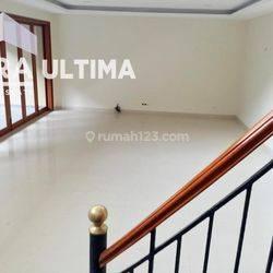 Rumah Terawat Siap Huni Setra Duta Lokasi Strategis dekat Mall Paris Van Java