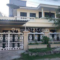 Jakarta Barat Rumah besar dan strategis di perumahan Greenville(GR17)
