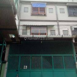 Jakarta Barat Rumah jelambar lokasi strategis harga murah (jl70)