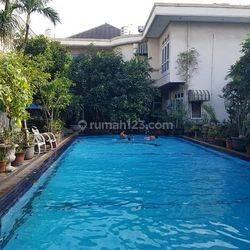 Dijual Rumah Mewah Siap Huni, Ada Kolam Renang Ukuran 6m x 16m, ada bangunan tambahan Paviliun di Polonia Otista, Jakarta Timur, Hub: 0813-1838-1838