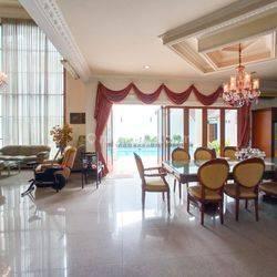 Rumah modern, besar dan nyaman di pusat area Kuningan, Jakarta Selatan