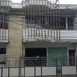 Rumah 2,5 lantai di Jalan Gelong Baru Tengah luas 208 m2 Tomang Jakarta Barat
