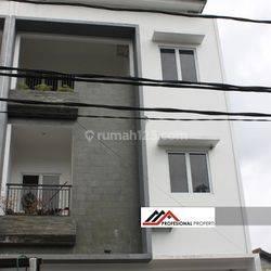 Rumah Baru Cantik Lokasi Strategis, Kebayoran Lama, Juraganan