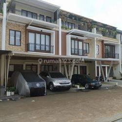 Rumah baru exclusive 3 lantai free biaya di Jatiasih