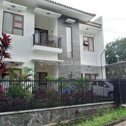Rumah Siap Huni Design Elegan di Sayap Dago Lokasi Strategis dekat Universitas Di Bandung