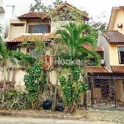 Bukit Indah Sukajadi Rumah 3 Lantai Di Tengah Kota