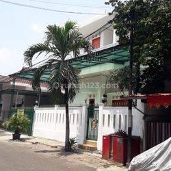 Rumah dalam komplek di Pasar Minggu, bisa untuk kantor Sekuriti 24 jam dan bebas banjir