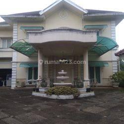 Rumah Lux Siap Huni di Cibubur ada Kolam Renang