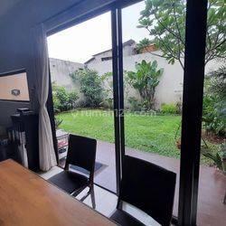 Rumah Strategis Halaman Luas di Kebayoran Villas Bintaro 7