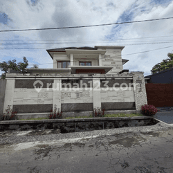 Rumah Besar minimalis modern. area gatsu