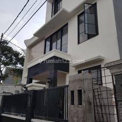 Rumah Siap Huni 3 Lantai Strategis di Kalibata