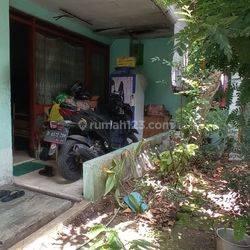 Rumah terawat di tengah kota Bandung