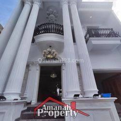 Rumah di Cipedak Konsep Classic Dilengkapi Private Pool Siap Huni