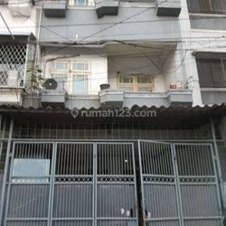 Rumah lokasi strategis murah di Jelambar(JL94)