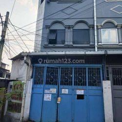 Rumah pinggir jalan Cocok Untuk usaha Di Jelambar(JL92)