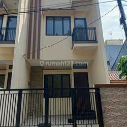 Rumah Baru Minimalis di Kelapa Gading Jakarta Utara