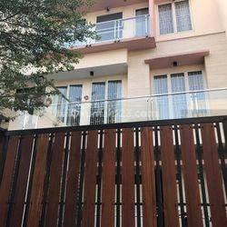 Rumah Permata Buana Luas 180m2 Harga 7.5M Nego!!