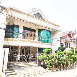 Rumah mewah Jakarta Barat Green Ville siap huni semi furnish komplek