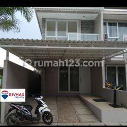 Rumah sangat rapih teras tertutup benar benar bagus di Taman Surya 5