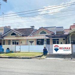 Rumah luas lebar siap huni strategis bagus di Taman Surya 3 Jakarta