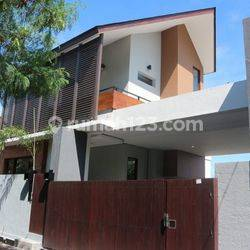 Modern-Minimalist 3-Bedroom Town House