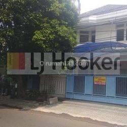 Rumah Terawat strategis row jalan 3mobil di Gelong tomang jakarta barat