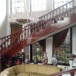 STRATEGIS !! Rumah Cantik Nan Mewah di Jln Tubagus Ismail Tidak Jauh Dari Pusat Kota Dekat Rs Khusus Ginjal