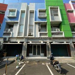 Kantor lantai 1  di komplek Plaza De Lumina Blok B. Jl lingkar luar barat, Jakarta barat