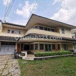 Rumah Terawat di Mainroad Jl Dipatiukur Bandung