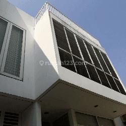 Rumah Minimalis Intercon Kebun Jeruk, 3 lantai