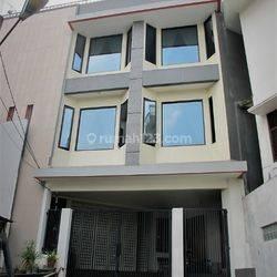 Rumah tiga lantai murah hrg NJOP
