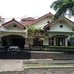 Rumah mewah dengan harga murah lokasi di tengah jantung kota