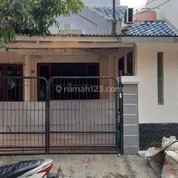Rumah termurah rapi teras tertutup aman di Taman Surya 3 Jakarta Barat