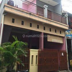 Rumah kost luas 119 m2 ada 9 kamar tersisi full lokasi strategis dekat kemana2 cocok investasi