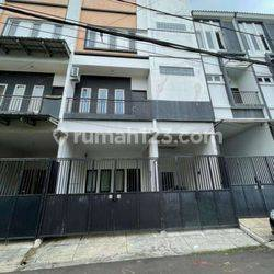 Rumah 3 Lantai Town House Taman Kedoya Baru(KD05)
