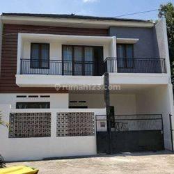 Di jual rumah mewah 2 lantai berlokasi di bintaro dekat stasiun pondok ranji dalamkomplek akses 2 mobil