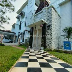 Hunian mewah 3 lantai berlokasi di pusat kota 2 menit ke toll bintaro di bintaro sektor 2