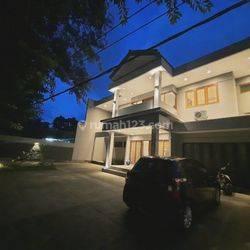 Rumah modern tropical sayap dago