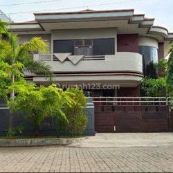 Rumah mewah di dharmahusada utara Surabaya