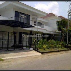 Rumah mewah elegan di dharmahusada indah timur Surabaya