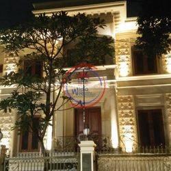 Rumah 3 Lantai Jl.Cirebon COZY dan Halaman Luas di Menteng Jakarta Pusat