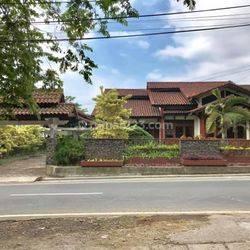 Villa trawas luas 1140m2 ada kolam renang harga 2,95m