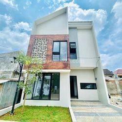 rumah modern minimalis lokasi strategis bebas banjir dan asri pusat di tengah kota investasi yang sangat menguntungkan