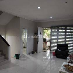 Rumah Bagus 2 Lantai Graha Raya Bintaro Fortune